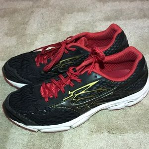 Mizuno Shoes - Mizuno sneakers size 10.5